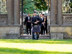 Forget 12-piece bands, bridal clothes, and rings of gold. It's traditions like bagpipes, kilts, and Claddagh rings that keep Irish eyes smil