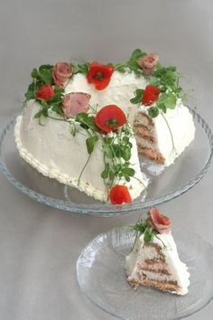 "Erittäin maukas kinkkuvoileipäkakku! ""Salty ham sandwich cake"". Sandwhich Cake, Food Carving, Savory Snacks, Savoury Cake, Savory Pastry, Savoury Baking, Bread Baking, Sandwiches, No Salt Recipes"