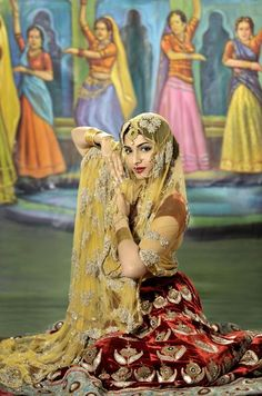 Sonam Kapoor in a fashion editorial inspired by vintage Bollywood. so desi! Vintage Bollywood, Jaisalmer, Udaipur, Sonam Kapoor, Bollywood Stars, Bollywood Fashion, Bollywood Celebrities, Bollywood Actress, Indian Dresses