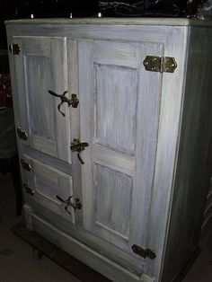 I have just inherited an ice box just like this in mint condition.. I just need to figure out what color to go with. Hmmmmm.