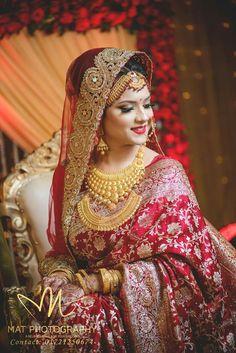 Indian Bridal Photos, Indian Bridal Outfits, Indian Bridal Fashion, Bridal Pictures, Asian Bridal, Bridal Dresses, Red Saree Wedding, Bengali Wedding, Wedding Bride