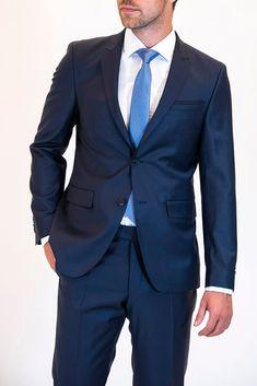 Για περισσότερο από 40 χρόνια, τα καταστήματα Crosby εξειδικεύονται στον τομέα του γαμπριάτικου κοστουμιού. Suit Jacket, Breast, Jackets, Fashion, Down Jackets, Moda, Fashion Styles, Jacket, Fashion Illustrations
