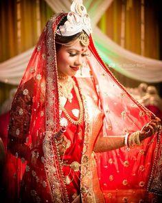 Indian Bridal Sarees, Indian Silk Sarees, Amazing Dp, Bengali Bride, Bridal Poses, Bride Portrait, Asian Bride, Indian Wedding Photography, Bride Look