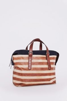 Gah—I'm in need of some new bags and this one is pretty darn wonderful.