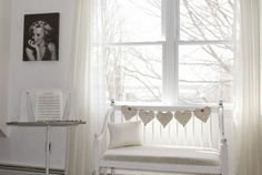 Great idea for quick transformation for a dreamy white bench