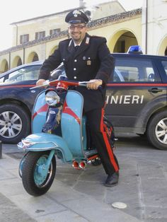 What's cooler than a policeman on a Vespa? Lambretta Scooter, Vespa Scooters, Police Cars, Police Vehicles, Italian Police, Italian Scooter, Italian People, Car Badges, Scooter Girl