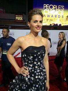 How stunning is this @HouseofHerrera on @Stana_Katic? #castle #peopleschoice @glamourmag