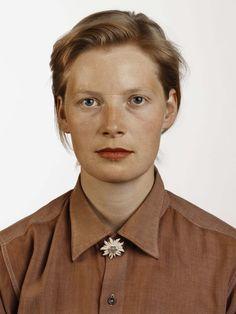 / Porträt, 1988 © Thomas Ruff, VG Bild-Kunst, Bonn/ courtesy Schirmer/Mosel