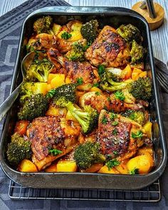 Honey-garlic chicken with broccoli and potatoes from the oven - Recipes - Cookery . - Gesundes und leckeres Essen - Honey-garlic chicken with broccoli and potatoes from the oven - Recipes - Cookery . Healthy Food Recipes, Meat Recipes, Cooking Recipes, Pasta Recipes, Easy Cooking, Fish Recipes, Crockpot Recipes, Broccoli And Potatoes, Chicken Broccoli