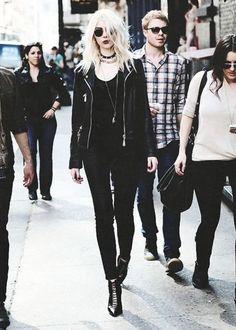 New style rock chic rocker chick heels Ideas Dark Fashion, Grunge Fashion, Gothic Fashion, Trendy Fashion, Trendy Style, Rock Style Fashion, Punk Rock Style, Fashion Fashion, Lolita Fashion
