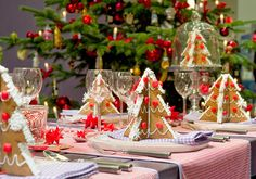 30 Gorgeous Christmas Tablescapes and Christmas Table Settings   Christmas Celebrations