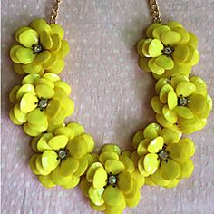 Lureme®Seven Pieces Camellia Statement Necklace – USD $ 13.99