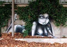 Vinie Graffiti est française, elle fait partie du peu de femmes qui s'adonnent à la pratique du Street Art, et elle le fait à merveille. Son talent s'exprime par des fresques optimistes, funky et colorées.
