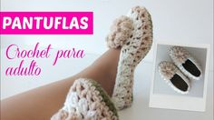 Learning new crochet slippers pattern is always fun, especially this time of the year. These flower crochet slippers are so fancy, comfortable and easy to make. Easy Crochet Slippers, Crochet Slipper Pattern, Crochet Socks, Crochet Flower Patterns, Knitting Socks, Crochet Flowers, Diy Crochet, Puff Stitch Crochet, Crochet Bobble