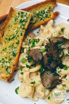 White Bean Alfredo Pasta with Mushrooms | vegan miam