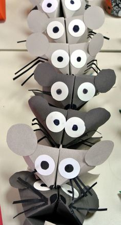 Bricolage en papier - Sev et Lolo scrapent ! Mouse Crafts, Owl Crafts, Arts And Crafts Projects, Animal Crafts, Projects For Kids, Diy And Crafts, Crafts For Kids, Diy With Kids, Puppet Crafts