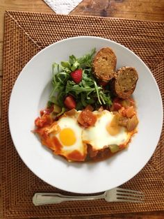 Shakshuka #Recipe | Thefoodiejournal.com Healthy Egg Recipes, Meatless Monday, Breakfast Recipes, Brunch, Eggs, Vegetarian, Favorite Recipes, Dinner, Cooking