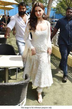 Buy Bollywood Alia Bhat white Kalank promotion anarkali in UK, USA and Canada Casual Indian Fashion, Indian Fashion Dresses, Dress Indian Style, India Fashion, Fashion Outfits, Anarkali Dress, Red Lehenga, Lehenga Choli, White Anarkali