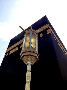 Lamp and the Ka`baOriginally found on: ladyinblackhijab