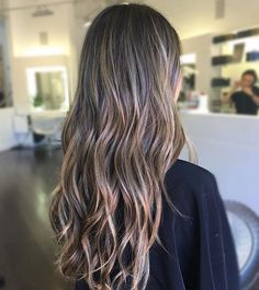 love this sun kissed brunette by Babylights Brunette, Balayage Hair Brunette With Blonde, Blonde Dye, Balayage Brunette, Medium Hair Styles, Long Hair Styles, Dyed Hair Pastel, Girl With Brown Hair, Braids With Beads