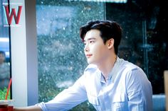 Lee Jong Suk Cute, Lee Jung Suk, Asian Actors, Korean Actors, W Kdrama, Kang Chul, Young Male Model, The Moon Is Beautiful, W Two Worlds