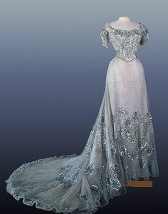 Dress of Tsarina D'Alexandra Feodorovna Romanova (1872 – 1918)