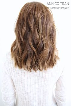 Medium Length Hair and light brown hair color Medium Hair Styles, Short Hair Styles, Medium Length Wavy Hair, Medium Length Haircuts, Brown Blonde Hair, Shoulder Length Hair, Collarbone Length Hair, Hair Looks, Hair Lengths