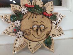 Sluníčko JR Ceramics Ideas, Salt Dough, Garden Decorations, Air Dry Clay, Gingerbread Cookies, Polymer Clay, Projects To Try, Pottery, Moon