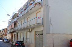 """A Canosa di Puglia, in via Buccari, in una zona residenziale molto tranquilla, proponiamo un appartamento di 120 mq in uno stabile di soli tre inquilini. La casa è composta da ingresso, ampio salone, cucina abitabile, tre camere da letto e servizi, con doppio affaccio e posto auto sottostante l'appartamento. cl.Energ:""""G"""". Places, Home, Lugares"""