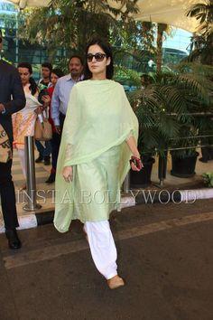 Katrina Kaif is a vision in white at Mumbai Airport . Silk Anarkali Suits, Indian Salwar Suit, Salwar Kurta, Indian Attire, Indian Wear, Indian Outfits, Katrina Kaif Navel, Function Dresses, Classy Suits