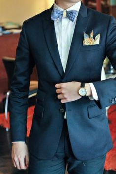 Navy blue suit//Bowtie//Pocketsquare//Daily Wear | Tapiture.com