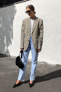 blazer and tshirt outfit Street Style Trends, Best Street Style, Street Style Suit, Autumn Street Style, Street Styles, Look Fashion, Korean Fashion, Autumn Fashion, Fashion Outfits