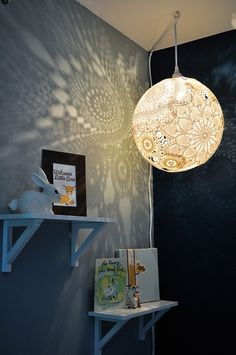 DIY Doily Lamp MAKE I'm seeing doilies all over the web again! Emily Elizabeth of Emmmy Lizzzy shows her readers how she made a sweet doily lamp with some thrifted finds and one giant bouncy balloon Doily Lamp, Lace Lamp, Diy Luminaire, Diy Zimmer, Diy Casa, Teen Room Decor, Teen Rooms, Bedroom Decor, Bedroom Ideas