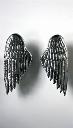 The Angel Wing, suitable for internal doors & wardrobes. Both can be used individually, but look stunning when used in pairs. The handles can be cast in either aluminium, brass or bronze in a variety of finishes. Internal Door Handles, Door Pull Handles, Door Pulls, Knobs And Pulls, Internal Doors, Cabinet And Drawer Knobs, London Design Festival, Left And Right Handed, Hand Cast