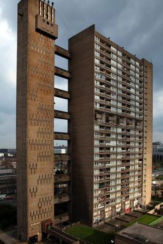 BALFRON TOWER | POPLAR | LONDON BOROUGH OF TOWER HAMLETS | LONDON | ENGLAND: *Architect: Erno Goldfinger; Style: Brutalist; Completed: 1967; 26 Storeys; 84m tall; Grade II listed*