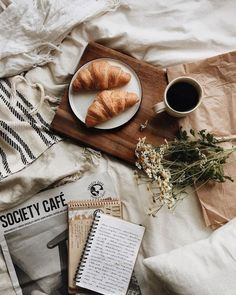 Try to change your morning routine, stay relaxed, have a perfect breakfast. I will tell you how to change your mornings and life. Flat Lay Photography, Coffee Photography, Food Photography, Morning Photography, Cozy Aesthetic, Aesthetic Food, Aesthetic Collage, Food Flatlay, Breakfast In Bed