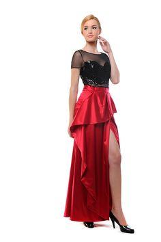 Платье с кружевом ручной роботы. Шикарная юбка с женственным разрезом на правой ноге. Этот наряд сделает Вас королевой любого торжества.
