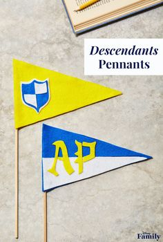 The magical school of Auradon Prep seems like the coolest place to spend those awkward teen years. Show some school spirit alongside Mal, Jay, Carlos, Evie, and the rest of the Descendants gang with these easy-to-make pennant! You can customize the color of the felt flag and the accent pieces of your very own DIY Auradon Prep pennant with our printable template. Click for more Disney party ideas. The Descendants, 10th Birthday Parties, 8th Birthday, Birthday Celebrations, Movie Party, Party Time, Truck Or Treat, Movie Crafts, Mal And Evie