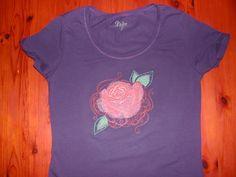 T shirt geborduurd met patroon van UT.