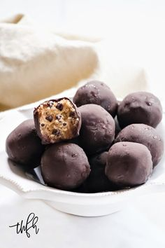 Gluten-Free Vegan No-Bake Chocolate Chip Cookie Dough Balls - Cupcakes Keto Desserts, Gluten Free Desserts, Vegan Gluten Free, Dessert Recipes, Dairy Free, Dessert Ideas, Cookie Dough Frosting, Chocolate Chip Cookie Dough, Sin Gluten