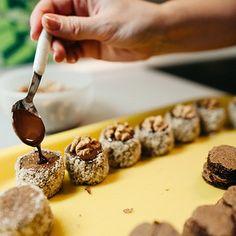 Czech Recipes, Russian Recipes, Sweet Desserts, Sweet Recipes, Cake Cookies, Christmas Cookies, Eastern European Recipes, Desert Recipes, Mini Cakes