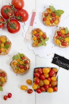Mini Galettes com queijo de cabra e tomatinhos | Vídeos e Receitas de Sobremesas