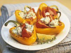 Paprika mit Kräuterquark | Kalorien: 334 Kcal - Zeit: 25 Min. | http://eatsmarter.de/rezepte/paprika-mit-kraeuterquark