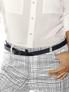 Gürtel in schmaler Form aus Rinds-Glattleder mit 5-Lochung und anthrazitfarbener Metall-Schliesse. Breite: ca. 2 cm Obermaterial: 100% Rindsleder...