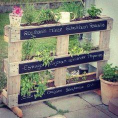 Your next herb garden is only a #pallet away! #recycle #reuse #repurpose #reclaim #återanvänt #återanvändning #återbruk #återvinning #gjenbruk #heminredning #interiör #interiør #DIY #gördetsjälv