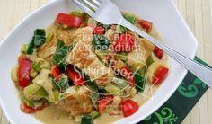 Putengeschnetzeltes auf Porree - Leckere Variation mit Porree & gesunder Paprika. Curry gibt die richtige Würze. Ein Tolles Low-Carb Rezept zum Abnehmen
