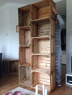 Judit's Klusboek: KLUSIDEE: 5x fruitkistjes Wood Crates, Wood Pallets, Furniture Making, Tall Cabinet Storage, New Homes, Projects, Room, Crafts, Home Decor