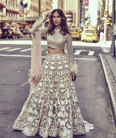 New Wedding Indian Bridal Lehenga Pakistani Dresses 61 Ideas Indian Bridal Lehenga, Indian Bridal Outfits, Pakistani Outfits, Red Lehenga, Indian Dresses, Anarkali, Lehenga Choli, Indian Couture, Design Studio