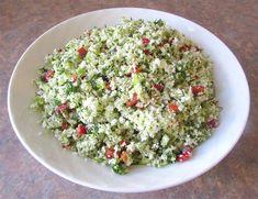 Salata de Broccoli si Conopida - Tabbouleh ⋆ Retete Pentru O Viata How To Dry Basil, Feta, Grains, Herbs, Cheese, Salads, Herb, Spice, Korn