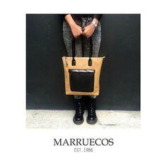 Marrueco's Spring/Summer Collection 2016. Bolso 1040 bicolor coffee-Negro en napa elefante. Disponible a partir del jueves en nuestras tiendas. #Marruecos1986 #urbanbag #bolsos #mujer #woman #urbano #urban #nuevacolección #newcollection #SS2016 #Primaveraverano2016 #purocuero #realleather #craftmanship